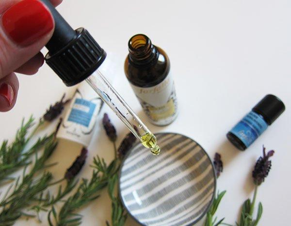 DIY Rezept von Hey Pretty X Farfalla: Die entspannende Overnight Mask mit Lavendel (Hey Pretty)
