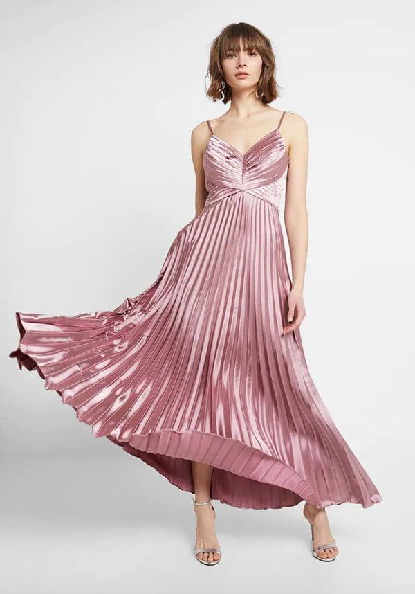 Plissiertes Satinkleid in Altrosa von Yaskaren auf Zalando (Hey Pretty Fashion Flash: Schöne Kleider für Hochzeitsgäste)