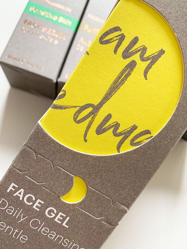 Verpackungsdetail von FRIEDEMANBERLIN (Naturkosmetik für Männer) – Review auf Hey Pretty Beauty Blog