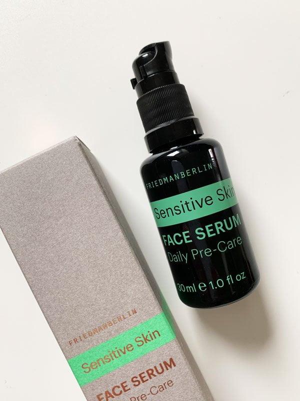 Naturkosmetik für Männer: FRIEDMANBERLIN Sensitive Skin Face Serum – Pflege für empfindliche Haut –Review auf Hey Pretty Beauty Blog, erhältlich bei Oh You Pretty Things Schweiz