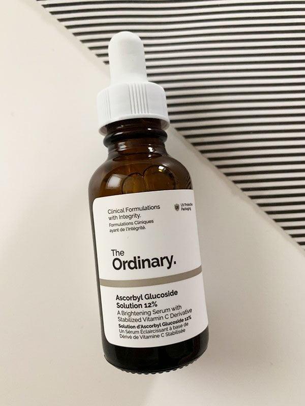 The Ordinary Ascorbyl Glucoside Solution (Brightening Vitamin C Serum) – Erfahrungsbericht auf Hey Pretty