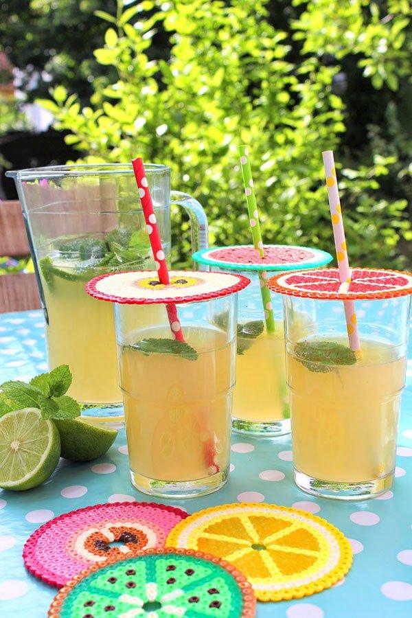 Die besten Sommer DIY-Projekte auf Pinterest: Getränke-Deckel aus Bügelperlen von Pfefferminzgrün