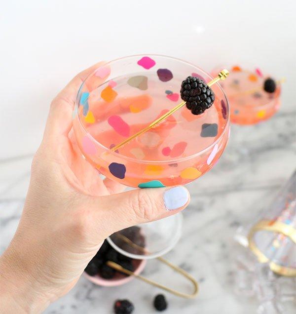 Tolle Sommer DIY-Projekte auf Pinterest: Confetti Gläser von A Kailo Chic (Hey Pretty Roundup)