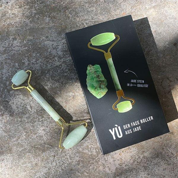 YU Beauty Jade Face Roller mit echtem Jade Stein in A+++ Qualität –erhältlich bei Biomazing (Jade Roller Tutorial auf Hey Pretty Beauty Blog)