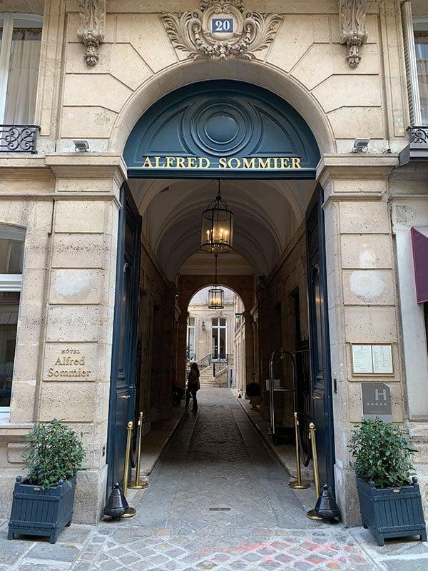 Launch-Event von Twilly Eau Poivrée von Hermès: Review und Reisebericht auf Hey Pretty (Eingang des Hotel Alfred Sommier)