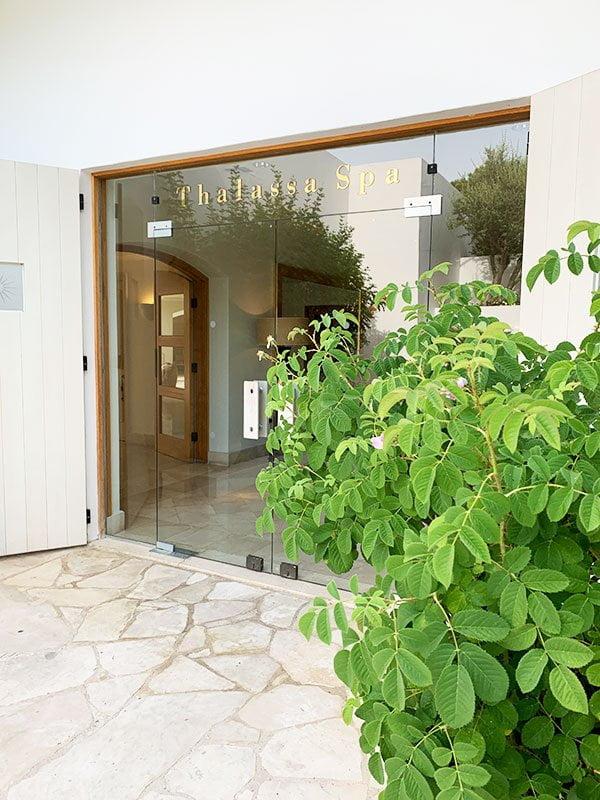 Thalassa Spa im Anassa Resort Zypern: Eingang zum Wellness-Paradies (Hey Pretty Beauty Blog Erfahrungsbericht)
