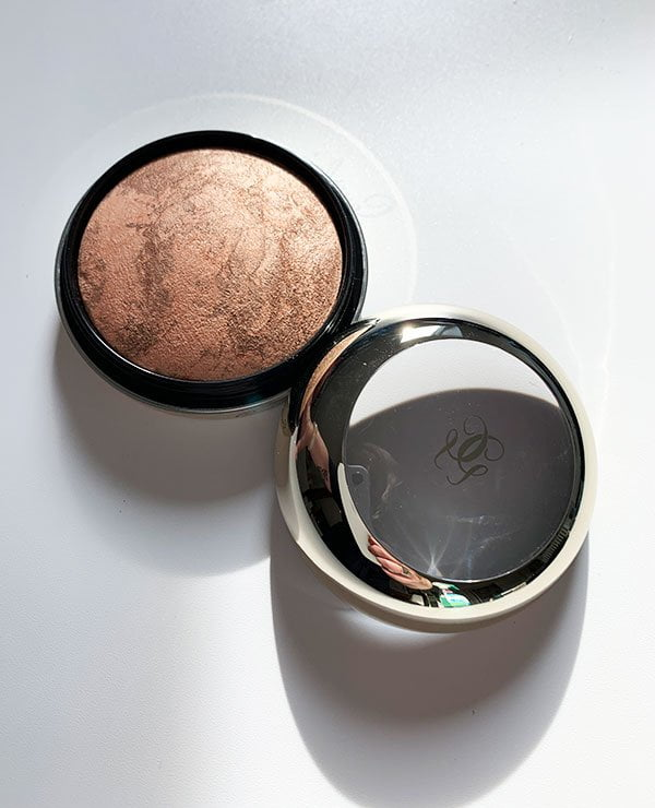 Guerlain Highlighter Poudre Visage Illuminatrice aus der Guerlain Herbstkollektion 2019 «Magnetic Glam» in der Review auf Hey Pretty Beauty Blog