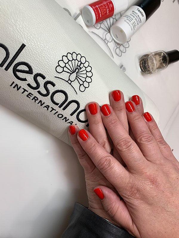 Erfahrungsbericht des neuen Alessandro Striplac Peel or Soak LED Nagellack-Systems auf Hey Pretty Beauty Blog, inklusive Gewinnspiel!
