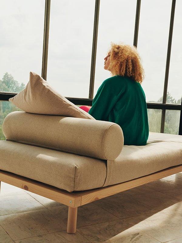 MARKERAD Daybed, Sitzauflage und Kissen aus der Collection von Offwhite Designer Virgil Abloh für IKEA, ab November 2019 im Handel