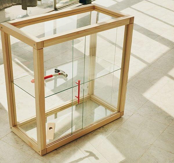 Preview: IKEA MARKERAD Glasvitrine, designed by Virgil Abloh (Hey Pretty Beauty Blog, November 2019)