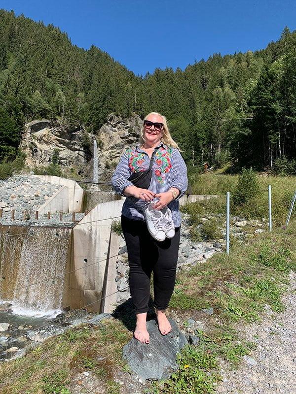 Barfusswandern mit Irina Grübl im Montafon: Natur-Auszeit mit Hey Pretty