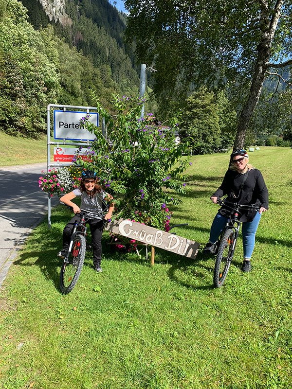 E-Bike-Tour im Montafon: Bienenwiese auf dem Weg