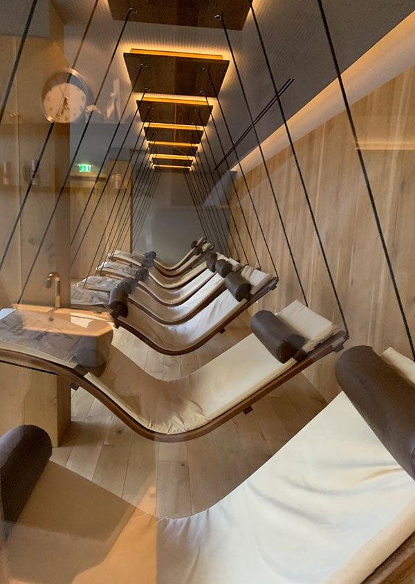 Gold Spa des Sporthotel Silvretta Montafon, Schwebeliegen (Hey Pretty Erfahrungsbericht)