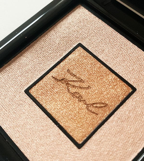 Closeup Karl X L'Oréal Paris Highlighter Compakt, Limited Edition 2019 –Review auf Hey Pretty Beauty Blog