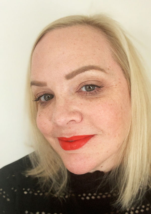 Heimish Varnish Velvet Lip Tint in Cherry Tomato Red – swatched by Hey Pretty (in der Schweiz bei Niasha erhältlich)