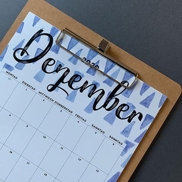Free Printable Calendar 2020 by Hey Pretty: Schöner Wandkalender zum selber Ausdrucken – English Version und Deutsche Version