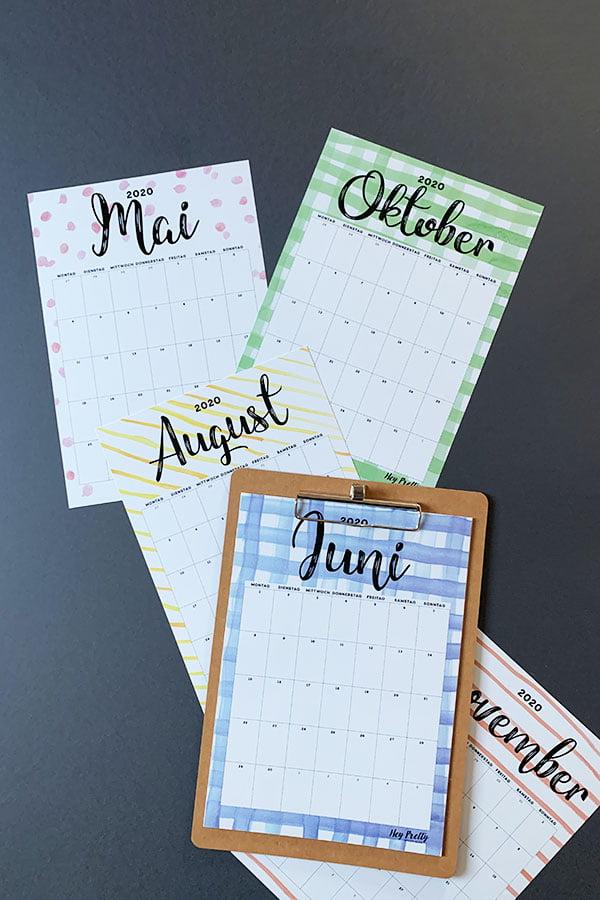 Free Printable Calendar 2020 by Hey Pretty: Schöner Wandkalender zum selber Ausdrucken