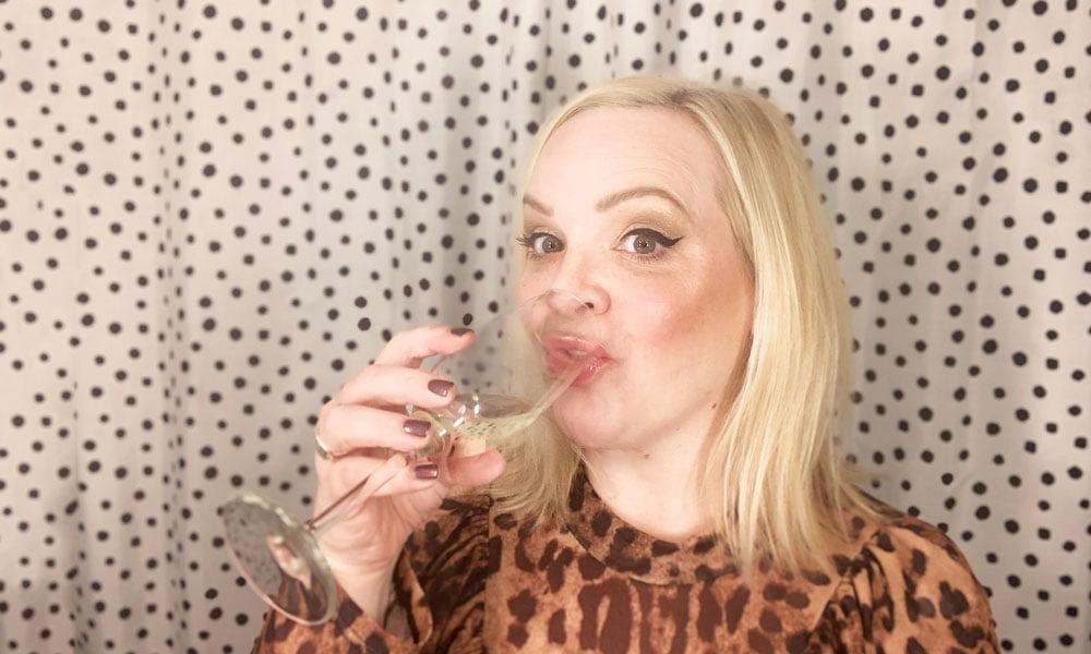 Glowy Silvester-Make-Up Tutorial, Schritt für Schritt auf Hey Pretty Beauty Blog