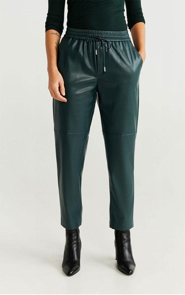 Lederlook Hose von Mango mit Gummizug (Hey Pretty Fashion Flash: Alles auf grün!)