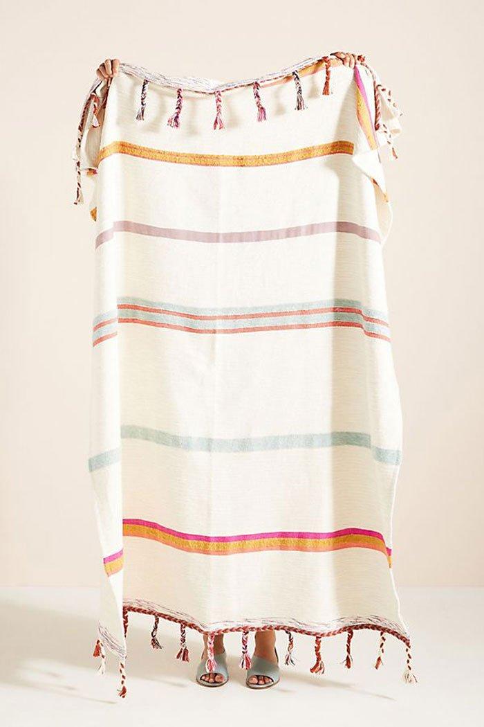 Woven Anya Striped Throw Blanket von Anthropologie (Hey Pretty Beauty Blog Deko-Ideen 2020)