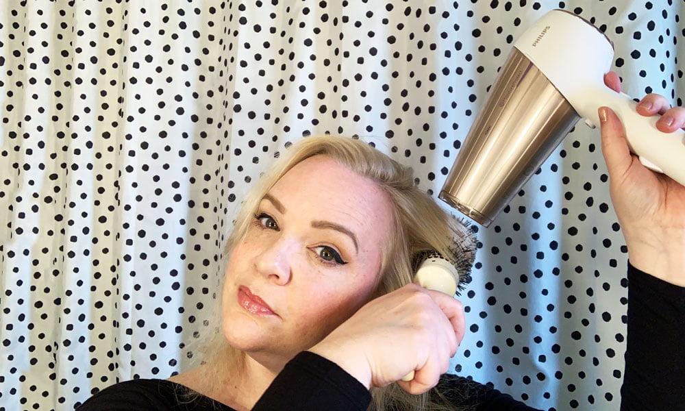 Mini-Tutorial für Big Hair: Schritt für Schritt tolles Volumen mit Haartrockner und Rundbürste zaubern (Hey Pretty Beauty Blog)