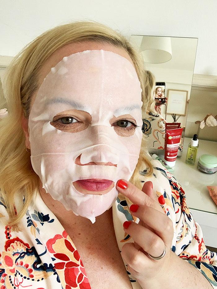 Garnier SkinActive Nutri Bomb Pflege-Milch-Tuchmaske mit Kokosmilch (Hey Pretty Beauty Blog Erfahrungsbericht – Meine Extra-Self-Care Abendpflege Routine mit Garnier. Sponsored Content!