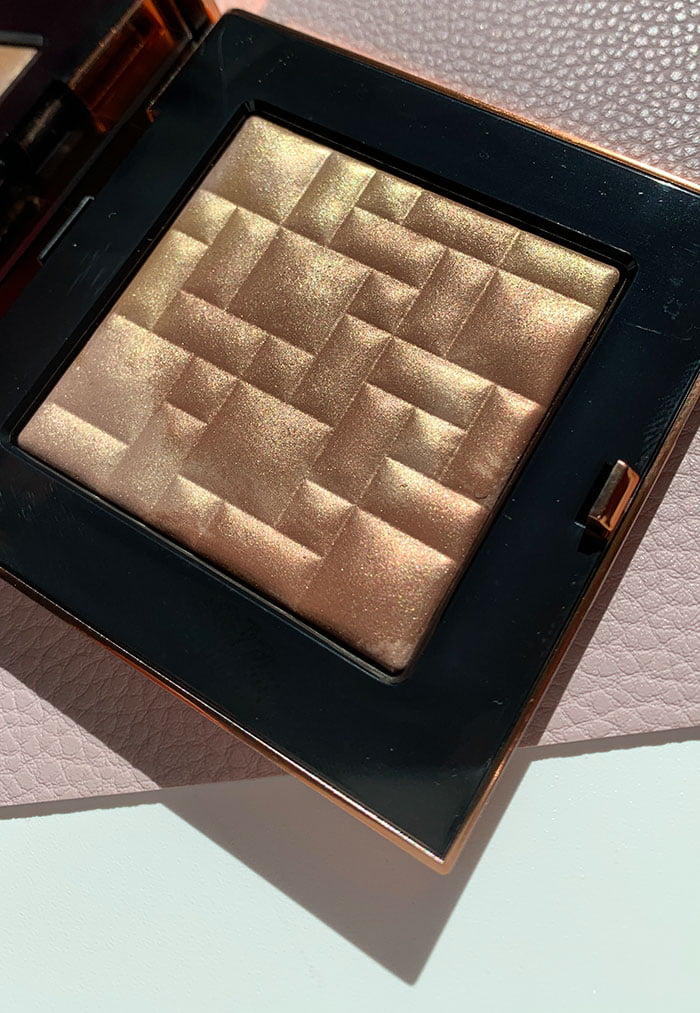 Bobbi Brown Summer Glow Collection 2020 – Highlighting Powder in Warm Glow (Hey Pretty Beauty Blog Preview)