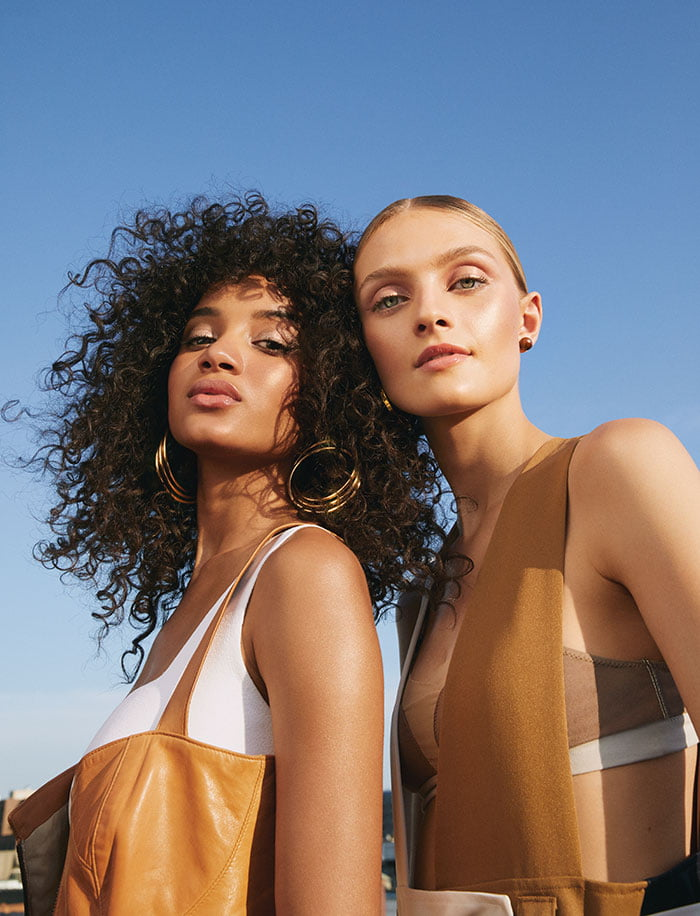 PR Image (Copyright Bobbi Brown 2020) – Models wearing the new Summer Glow Collection (Hey Pretty Beauty Blog Schweiz Review)