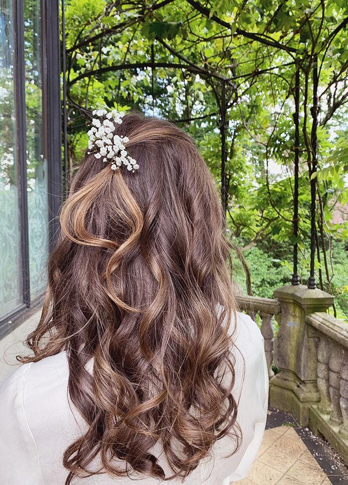 Romantische, einfache Brautfrisur mit Locken: 3 simple Brautfrisuren –easy Hochzeitsfrisuren – Wedding Hairstyles auf Hey Pretty Beauty Blog