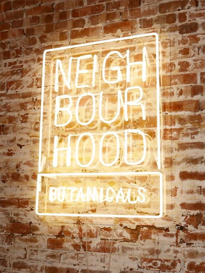 PR Image Neighborhood Botanicals Neon Sign (von Instagram): Review auf Hey Pretty Beauty Blog Schweiz