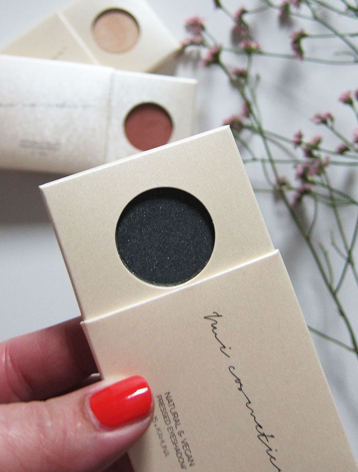 NUI Cosmetics Pressed Eyeshadows (Hey Pretty Beauty Blog Erfahrungsbericht der veganen Naturkosmetik Make-Up Marke aus Berlin – mit Kultkosmetik.ch)