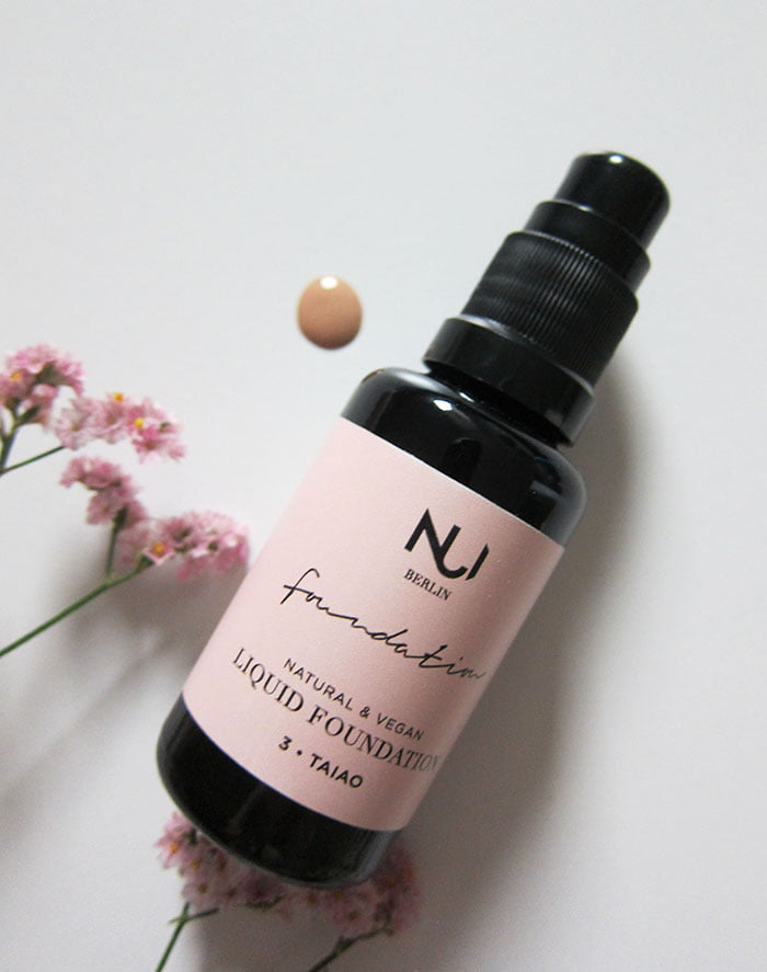 NUI Cosmetics Liquid Foundation (Hey Pretty Beauty Blog Erfahrungsbericht der veganen Naturkosmetik Make-Up Marke aus Berlin – mit Kultkosmetik.ch)