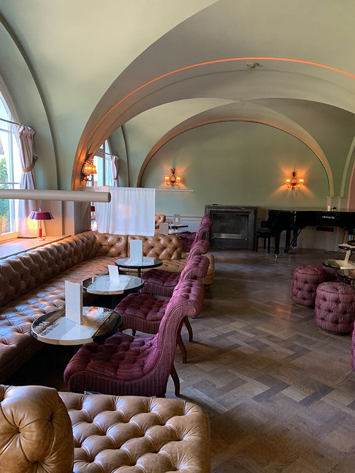 Bar des Hotel Le Grand Bellevue Gstaad (Hey Pretty)Erfahrungsbericht und Spa Review 2020