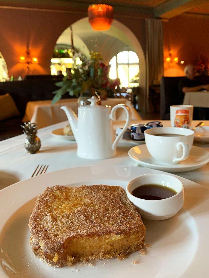 French Toast zum Frühstück im Hotel Le Grand Bellevue Gstaad (Hey Pretty)