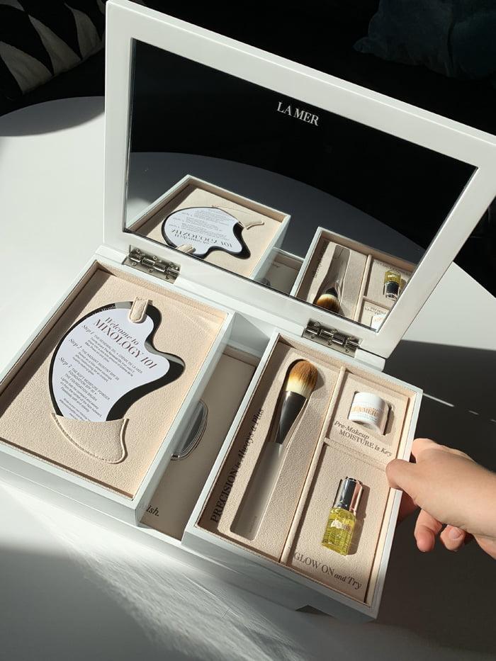 Hey Pretty Review La Mer Soft Moisture Powder Foundation Radiant Skin Tint Creme de La Mer Renewal Oil Press Kit