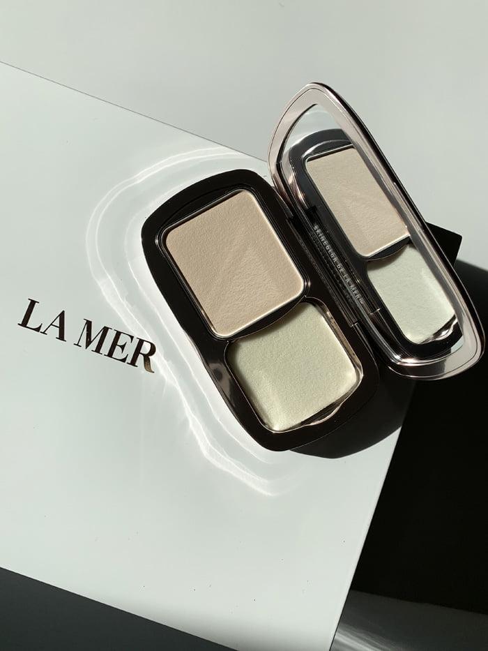 Hey Pretty Review La Mer Soft Moisture Powder Foundation
