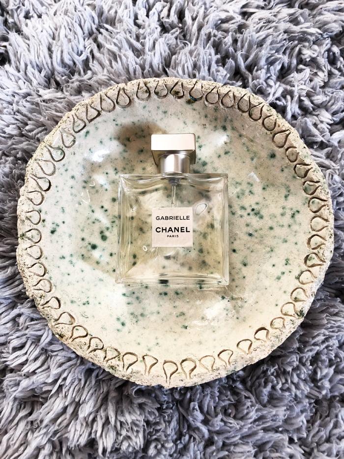 Hey Pretty Show Me Your Badezimmerschränkli Anna von Senger Chanel