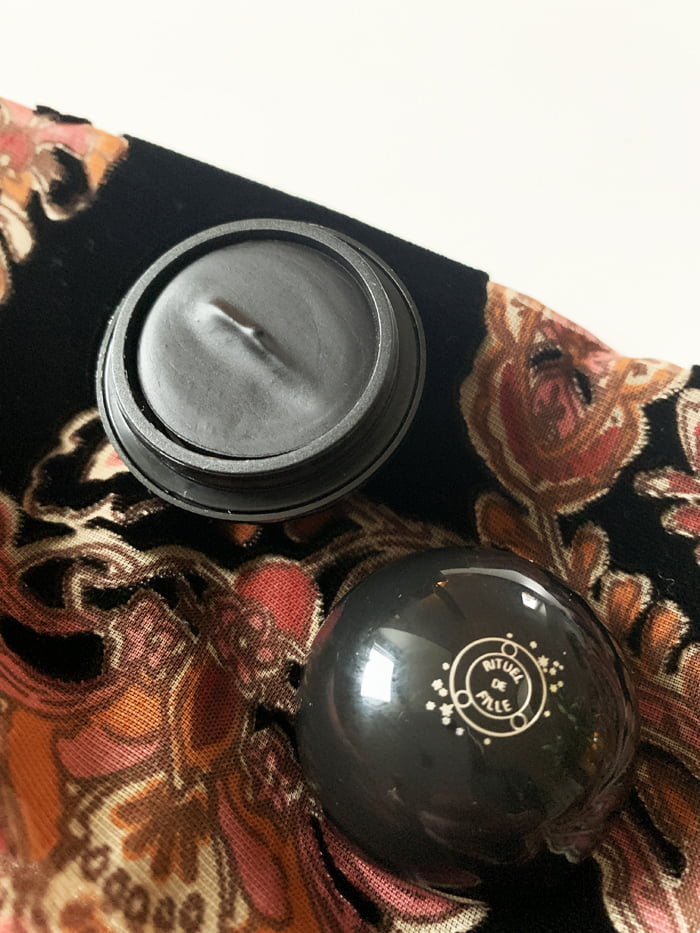 Hey Pretty Review Rituel de Fille Make-up Black Orb