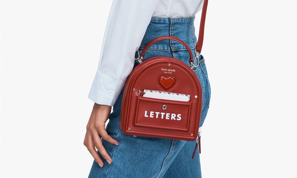 Kate Spade Yours Truly Mailbox Bag (PR Image): 16 schöne Geschenkideen zum Valentinstag 2021 auf Hey Pretty Beauty Blog Schweiz
