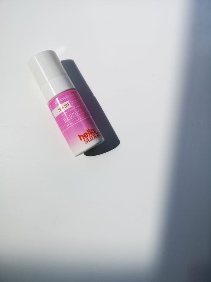 Hey Pretty Beauty Blog Review Hello Sunday Sunscreen SPF The Everyday One